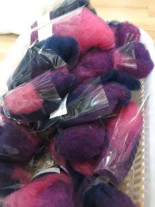 画像1: 最終価格!HandDye「酒井さんの羊 グラデーション仕上げ「E]濃ピンク〜紫+濃紺 (1)